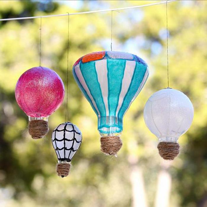 kleine ballons aus alten birnen, gartendeko, hängnde dekoration