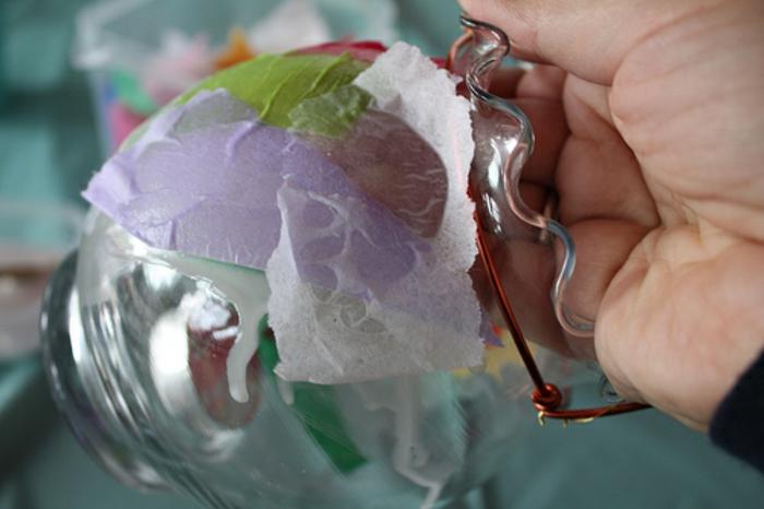 hand, eine serviettentechnik anleitung, serviettentechnik auf glas