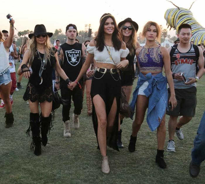 lange röcke kurze blusen und tops die mode auf dem festival coachella ist einzigartig und spontan