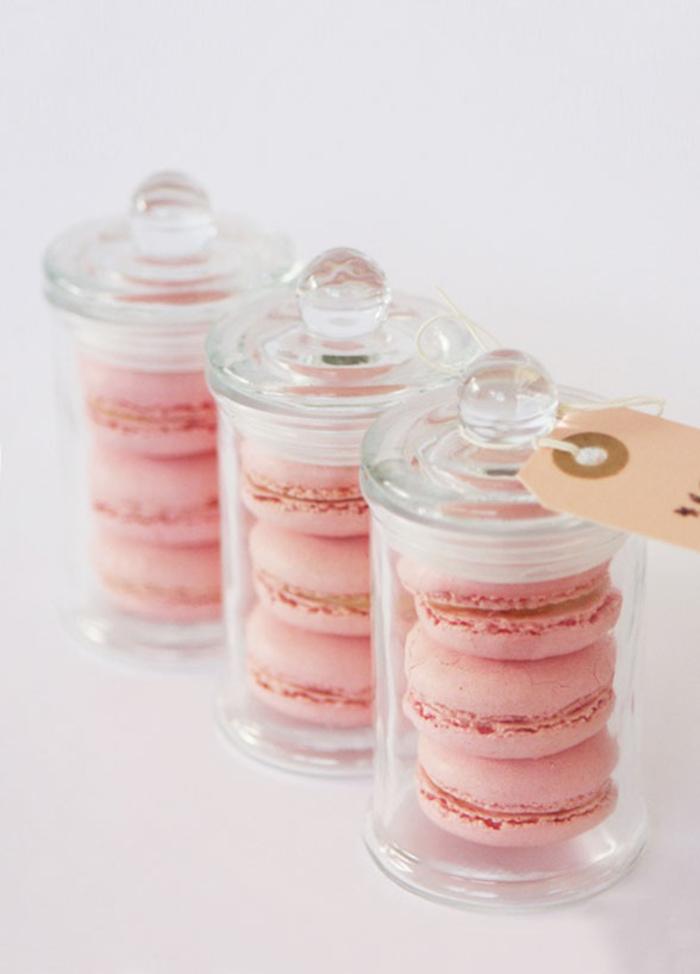 schachteln mit macarons, rosa, geschenke fuer gaeste, hochzeit