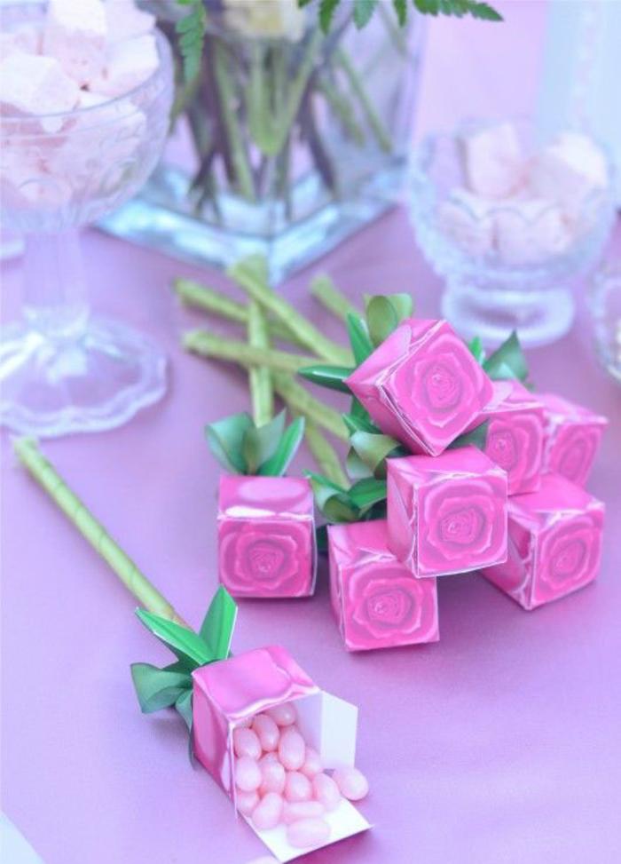 blumenstrauss aus bonbons, rosen, schachteln in rosa, geschenke fuer gaeste