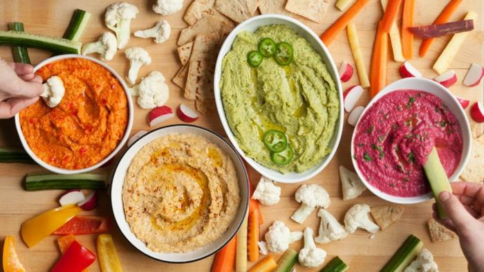 hummus rezept fünf verschiedene gestaltungsideen für hummus buntes essen mit gemüse