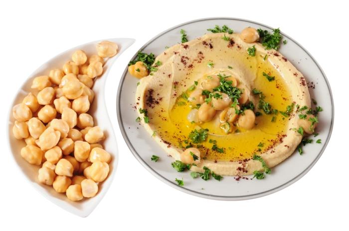 hummus rezept kichererbsen pürieren und hummus daraus machen mit gewürzen und kräutern