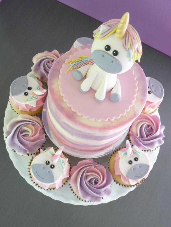 idee für eine schöne pinke einhorn torte