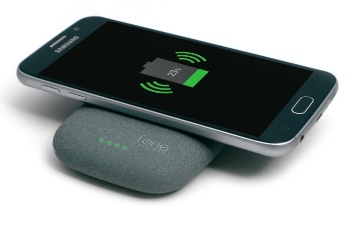 ein grau Stein Form die total kabellos ist mit Samsung Handy