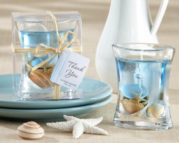 blaue gelkerzen mit muscheln, teller, stern, geschenk