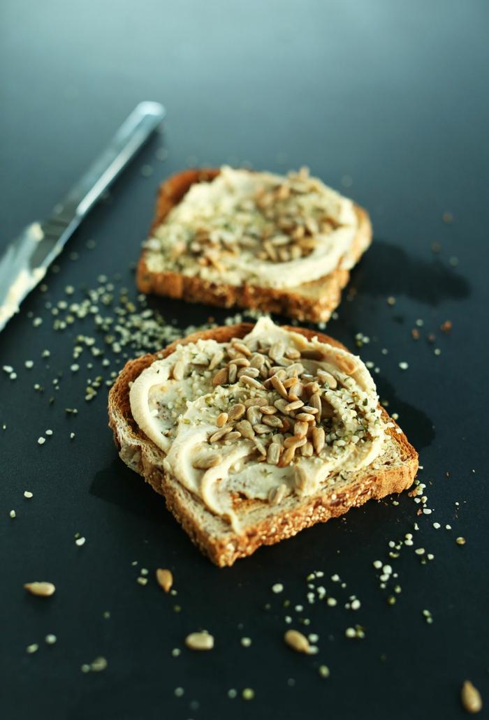 manchmal sind die einfachsten rezepte am leckersten hummus aufs brot schmieren samen