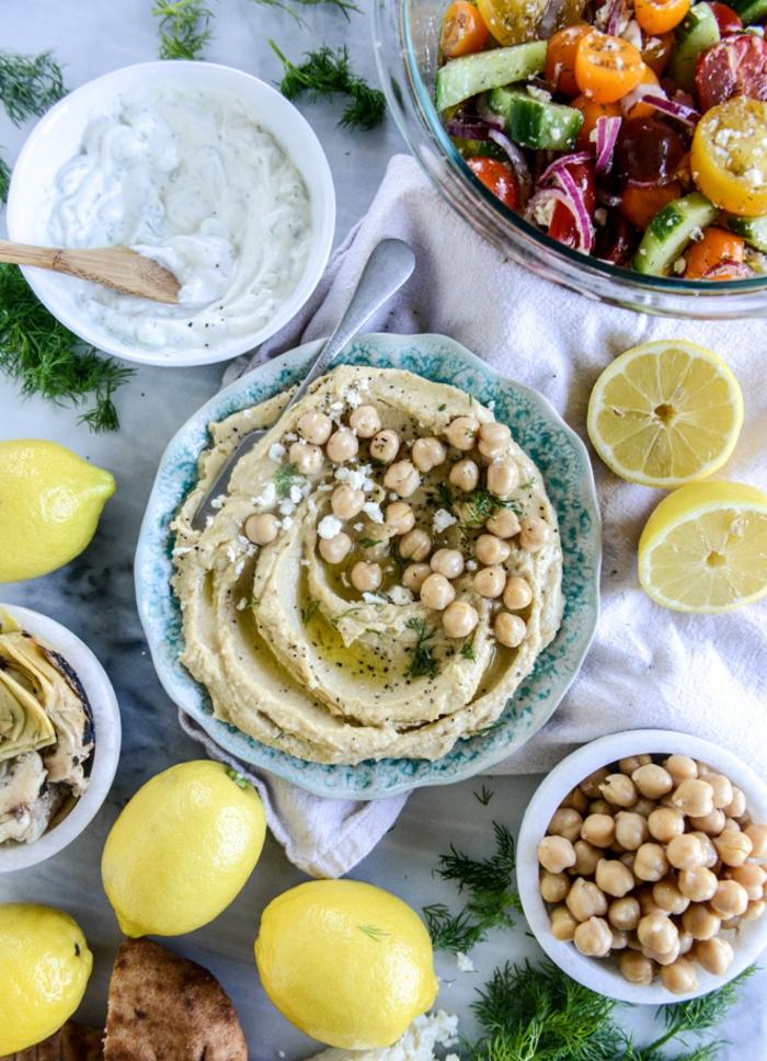 gesunde rezepte zum genießen die bunten farben auf dem tisch machen spaß immer zitrone