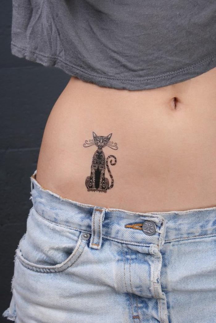 tattoo vorlagen frauen präzis gemalte katze am magen künstliches tattoo von katze tier jeans shirt