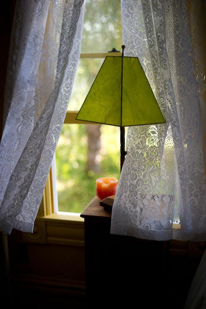 Lampe für Fensterbank mit grünem lampenschirm