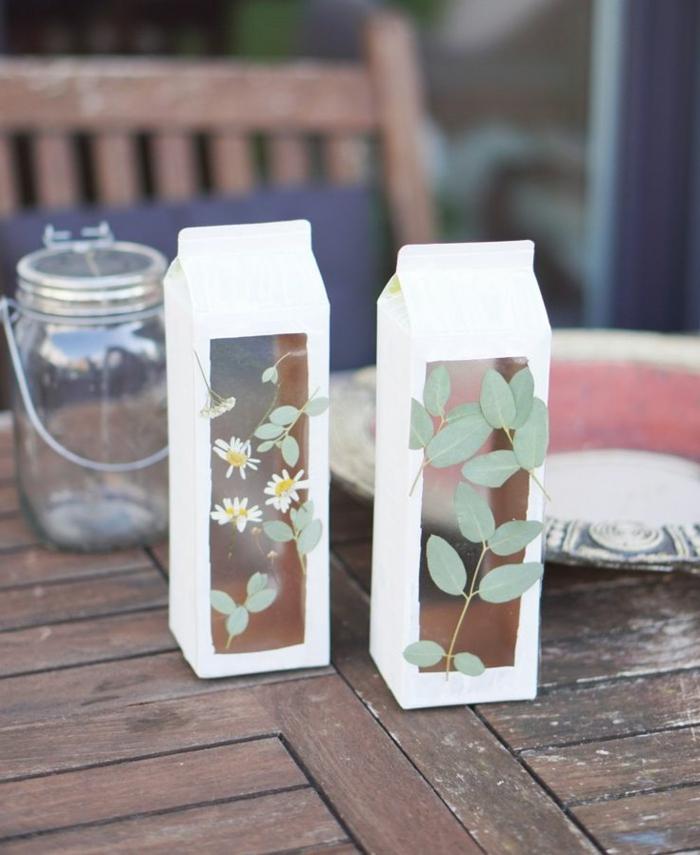 Laterne basteln aus TetraPack, Upcycling Ideen zum Selbermachen, getrocknete Blätter, Buchschutzfolie