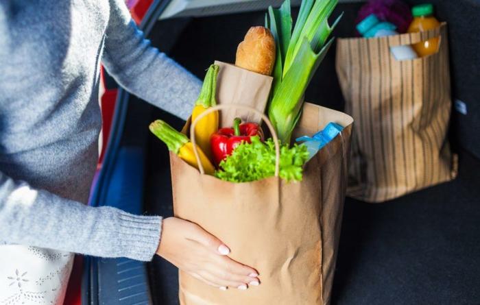 lebensmittelzertifikate, auto, gemüse, brot, einkaufsprodukte