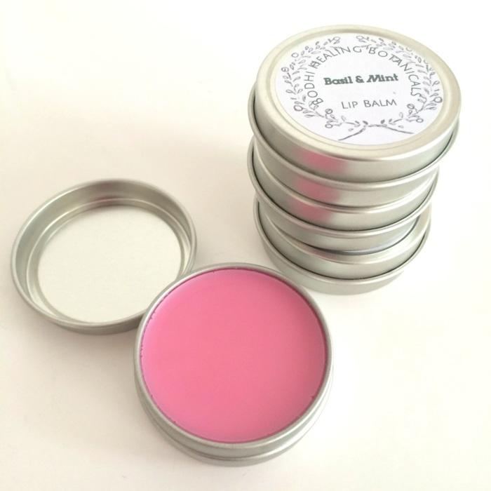 lippenpflege selber machen, rosa balsam, behälter aus metall