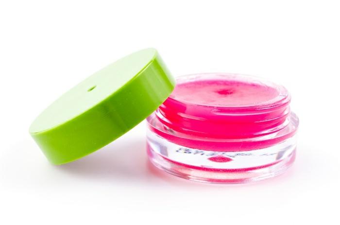 rosa lippenpflegestift selber machen, grüner verschlussdeckel, behälter aus glas
