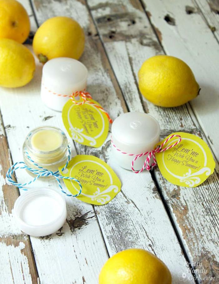 lippenbalsam selber machen mit zitronen, kosmetikbehälter, diy balsam