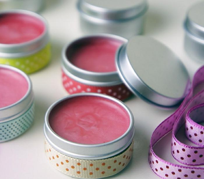 lippenbalsam selber machen, gepunktete schleife, behälter aus metall