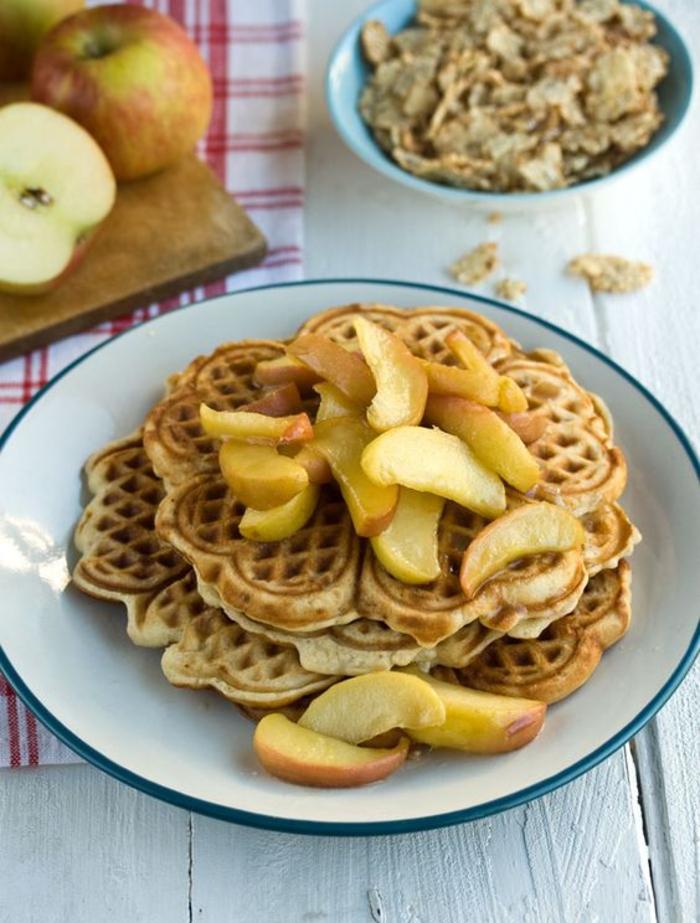 Waffeln, karamellisierte Äpfel, Low Carb Nachtisch