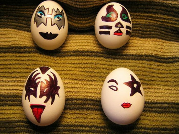 vier Masken auf lustige Eierbilder mit verschiedene originelle Augen aus Batmann