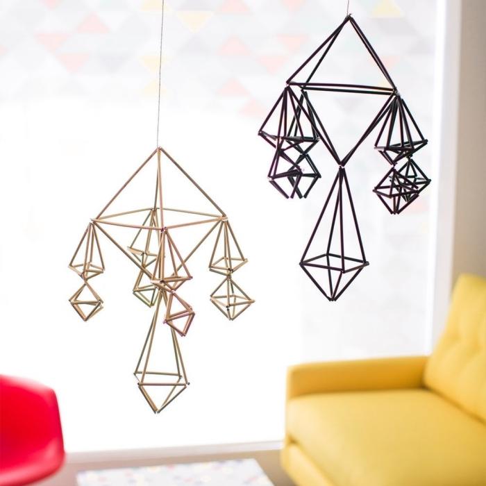 mobile selber machen, geoemtrische hängende dekorationen aus strohhalmen, diy anleitung
