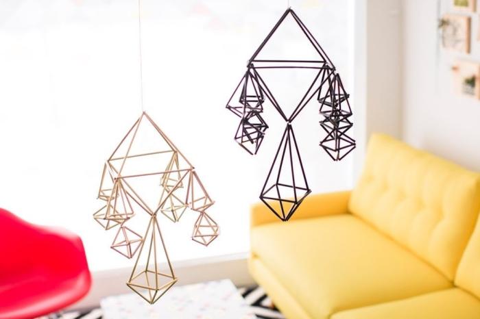 mobile selber machen aus stohhalmen, hängende dekorationen, geometrische deko, diy
