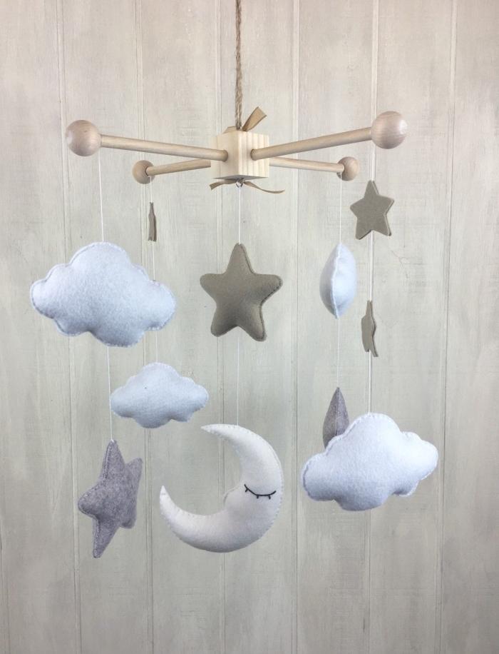 mobile nähen anleitung, babyzimmer dekorieren, graue sterne, wolken und mond, babyzimmer dekoideen