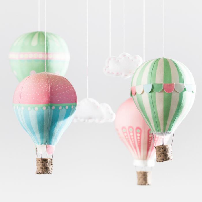 mobile nähen anleitung, heißluftballons selber machen, ballons aus buntem papier, babyzimmer dekorieren