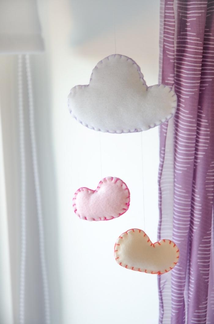 wolken aus filzstoff in verschiedenen farben, mobile nähen, einfache mobile, babyzimmer dekorieren