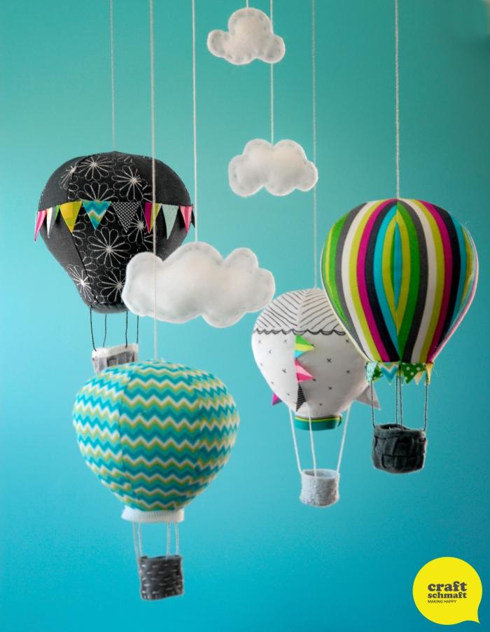 mobile nähen, heißluftballon basteln ideen, diy deko für babyzimmer, bunte ballons aus stoff