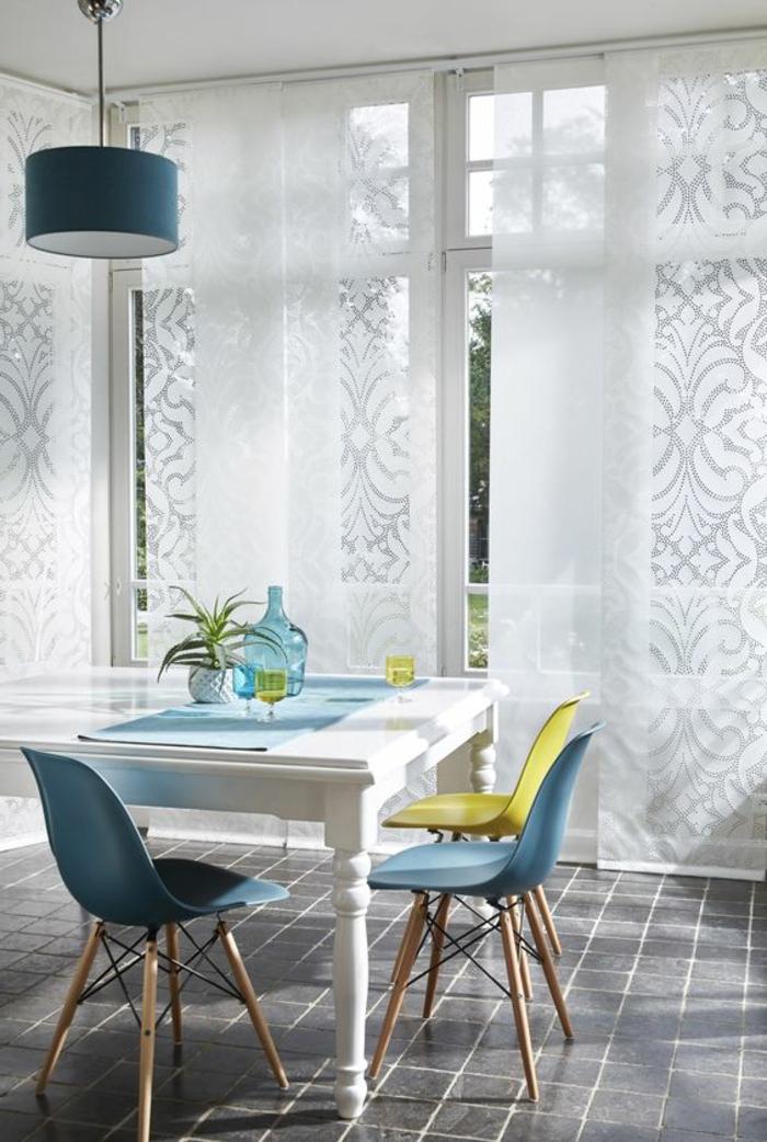 coole moderne schiebevorhänge in weiß in der küche