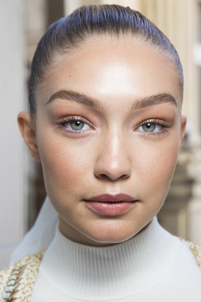 augen make up gigi hadid schminkt sich besonders fein und dezent schöne junge frau model