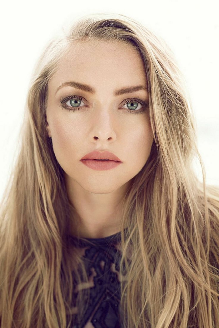 augen make up schöne make up idee für blonde fraune mit blauen augen matt lippenstift volle lippen