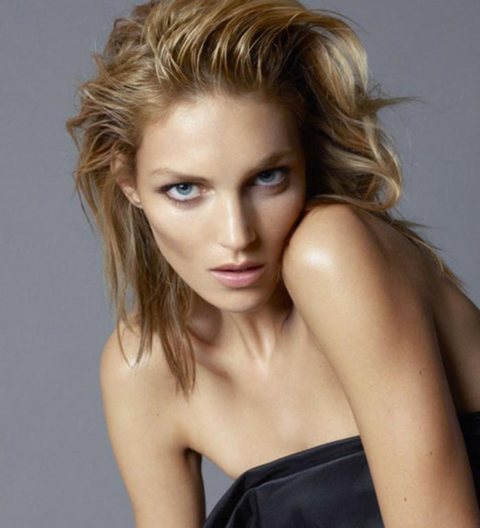 natürliches make up ideen für blonde frauen mit blauen augen dünne schöne frau model wenig schminke