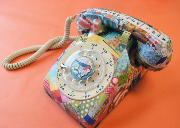 noch eine idee für serviettentechnik - ein buntes beklebtes telefonmit servietten und einem kleinen vogel