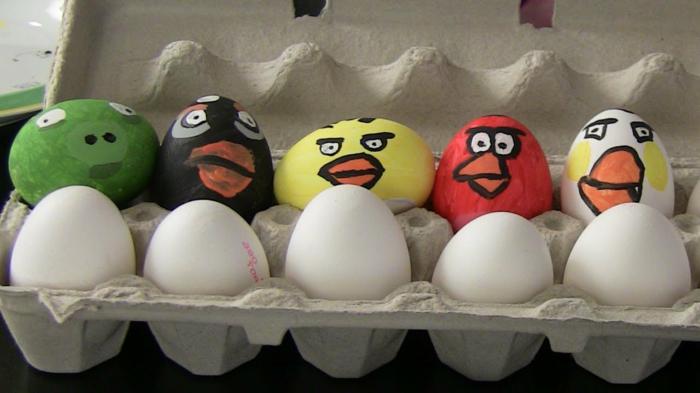 Eier Gesichter von Angry Birds -ein populäre Smartphone Spiel mit Eiern verbunden