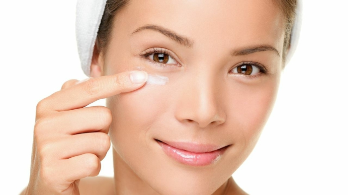 augen schminken creme eintragen gute pflege für die haut braune augen kleine augen groß schminken