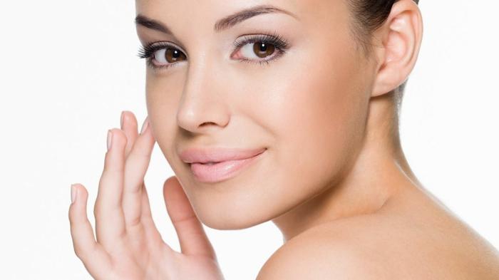 make up tipps für dezente schminke ideen zum entnehmen braune augen wimpern rosa lippen