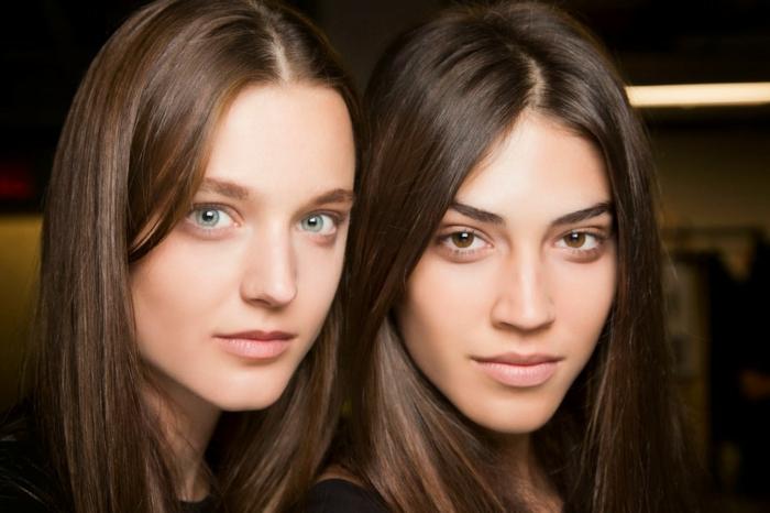 make up tipps von den beiden frauen mit verschiedenen farben augen augenfarbe bedeutung blau braun