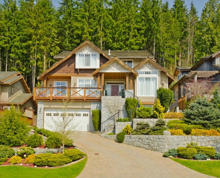 ein schönes Landhaus mit gepflegten Vorgarten in einigen Stufen - Vorgartengestaltung