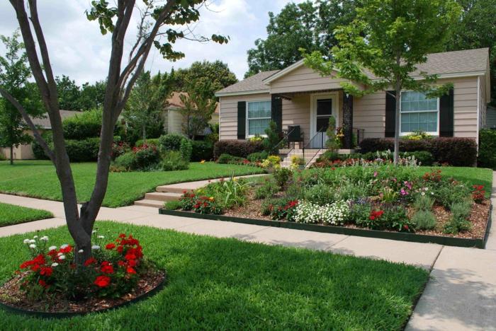 kleine Blumen und Bäume als Vorgartengestaltung Beispiele