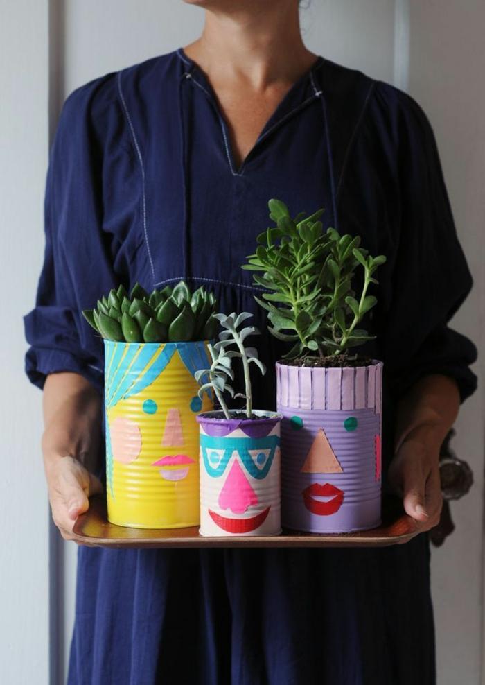 Konservendose in kreative Pflanzer mit Kakteen umwandeln, in bunten Farben, aus alt mach neu
