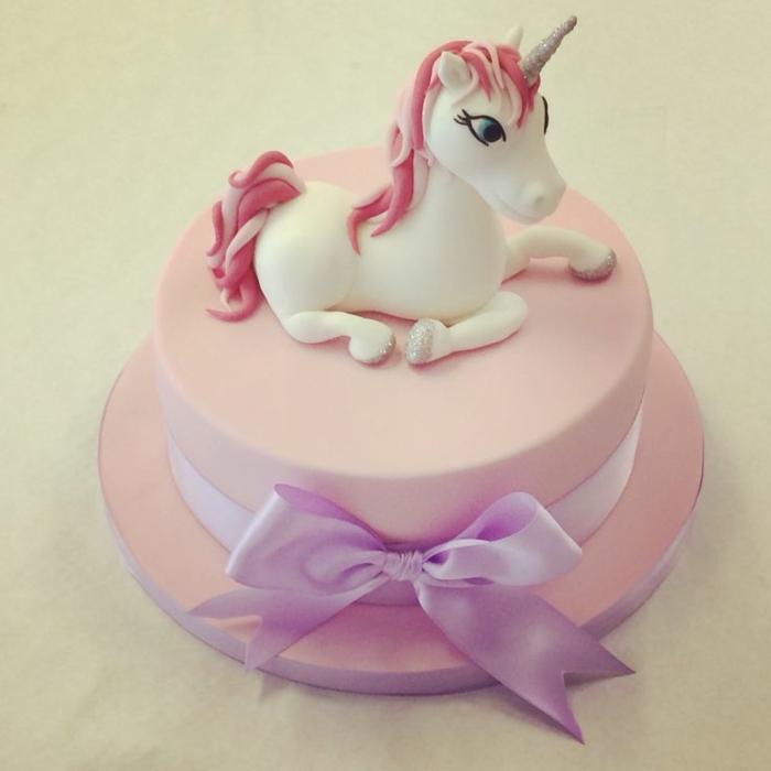 pinke torte mit einhorn