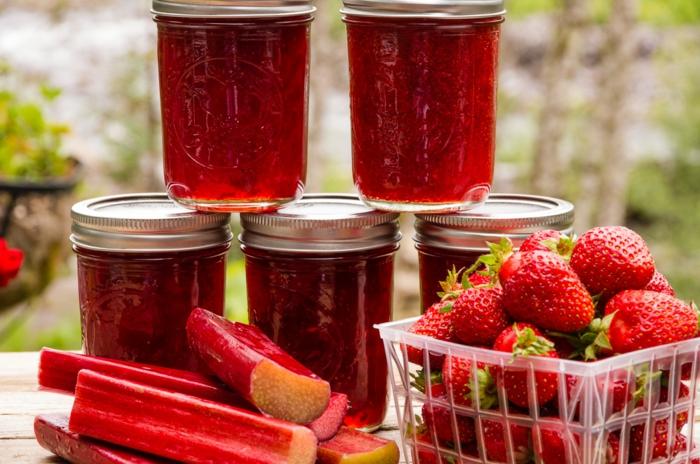 Rhabarber kochen - Marmeldade mit Erdbeeren, Gelierzucker, Pektin und Limette