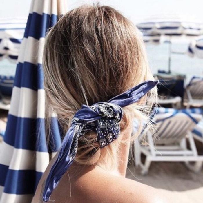 strand, meer, dutt-frisur mit blauem bandana