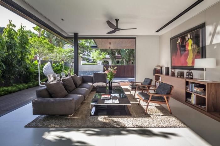 wohnideen wohnzimmer schöne gestaltung mit offenem flair, große fenster, graues sofa für fünf personen