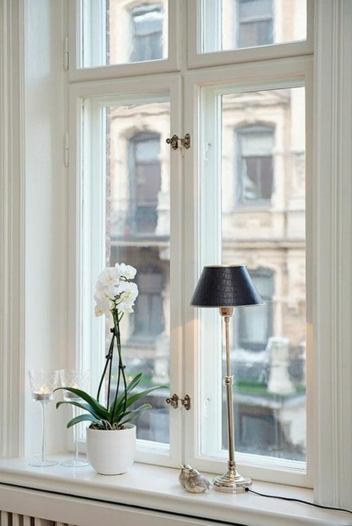 Dekotipps Fenster Lampen schwarzer Lampenschirm und Blumentopf