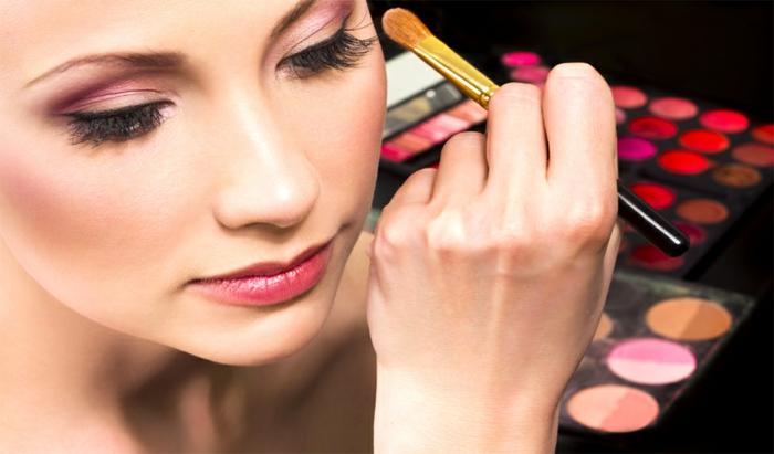 8 ideen zum thema schminke selber machen echte sch nheit for Halloween zimmerdeko