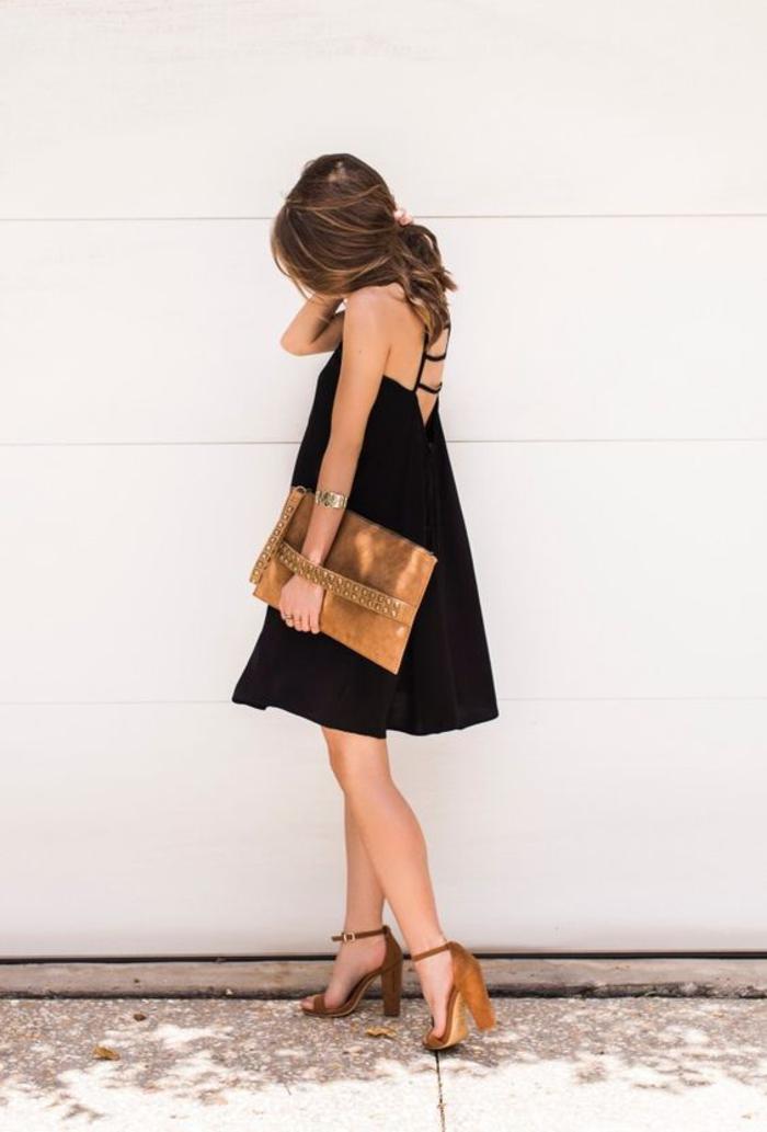 Schwarzes kleid silberne schuhe