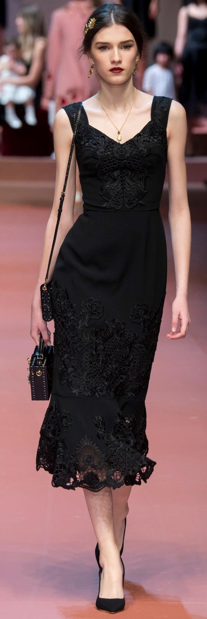 Ein paar tolle Ideen, wie Sie ein schwarzes Kleid kombinieren