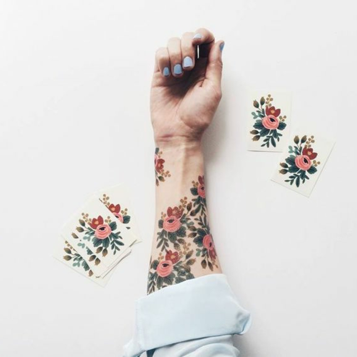 tattoo muster bunte blumen sich selber tätowieren tattoos auf dem arm bunte ideen frühling