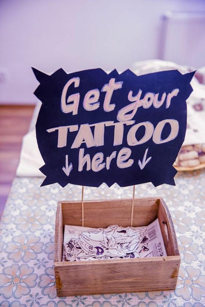 tattoos motive alle tattoo sticker in einem kasten lagern tolle idee zum entnehmen ordnung zu hause